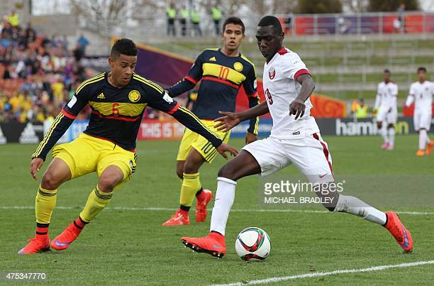 Qatar's Almoez Ali looks to beat Colombia's Andres Tello during the FIFA Under20 World Cup football match between Qatar and the Colombia in Hamilton...