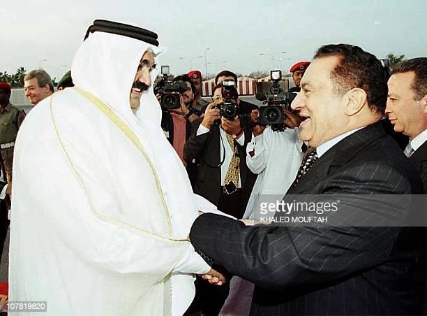Qatar's Emir Sheikh Hamad bin Khalifa alThani welcomes Egyptian President Hosni Mubarak in Doha 19 December 1999 Mubarak who is on a tour of the Gulf...