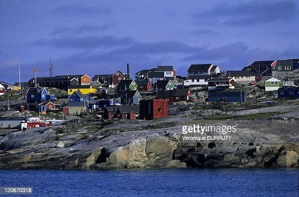 Qeqertarsuaq Greenland in 2010 Qeqertarsuaq is a port and the main town in Qaasuitsup municipality located on the south coast of Qeqertarsuaq Island...