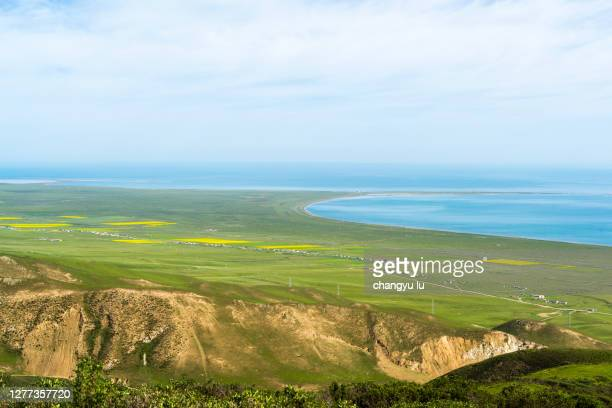 qinghai lake from a high mountain perspective - pacific ocean stock pictures, royalty-free photos & images