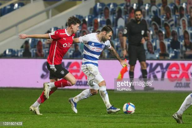 QPRs Charlie Austin holds off Barnsleys defence during the Sky Bet Championship match between Queens Park Rangers and Barnsley at Loftus Road...