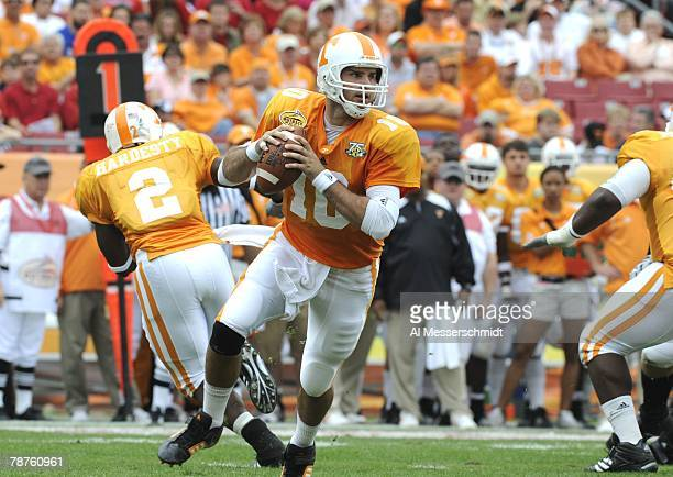 Quaarterback Erik Ainge of the Tennessee Volunteers sets to pass against the Wisconsin Badgers in the 2008 Outback Bowl at Raymond James Stadium on...