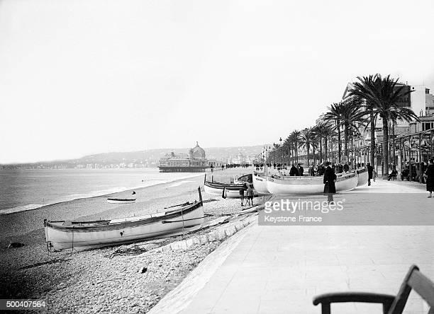 Quai des EtatsUnis avant la promenade des Anglais sur la plage de Nice avec au fond le Casino de la jetee circa 1932 a Nice France
