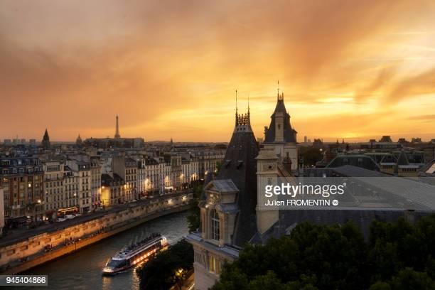 quai des grands augustins, paris - fluss seine stock-fotos und bilder
