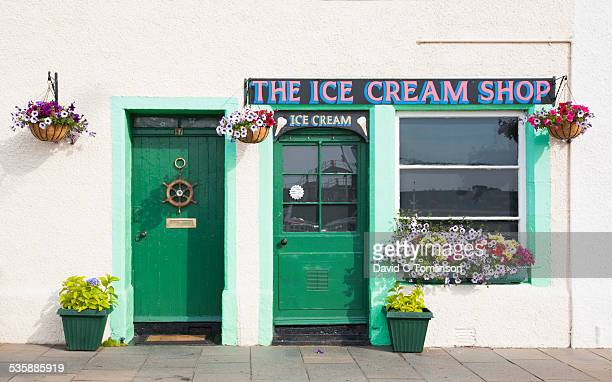 quaint seafront façade, pittenweem, fife, scotland - ice cream parlour stock pictures, royalty-free photos & images