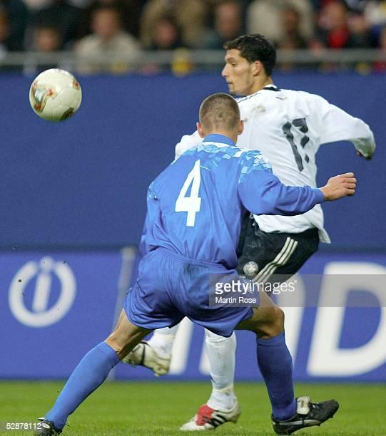 Qualifikation 2003 Hamburg Deutschland Island 30 Vorlage zum 20 durch Kevin KURANYI/GER