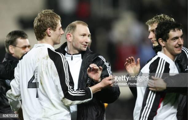 Qualifikation 2005 Hull 250305 England Deutschland Jubel Lukas SINKIEWICZ Trainer Dieter EILTS Stefan KIESSLING und Roberto HILBERT/GER