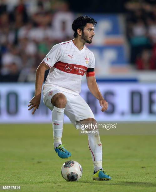 FUSSBALL INTERNATIONAL UEFA Qualifikation VfB Stuttgart Botev Plovdiv Serdar Tasci am Ball