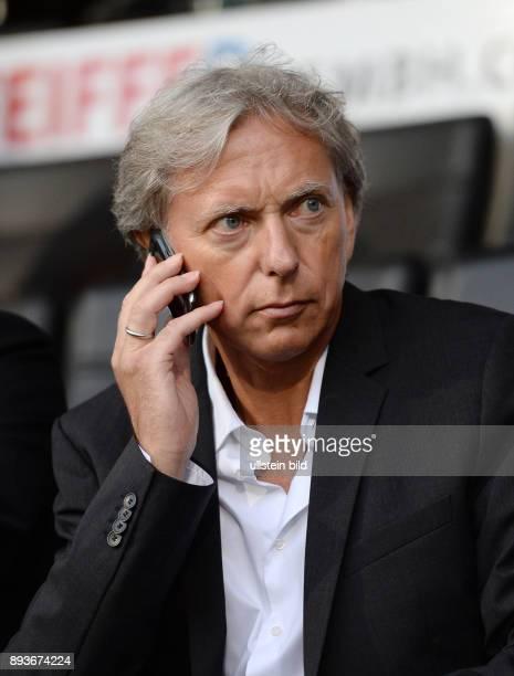 FUSSBALL INTERNATIONAL UEFA Qualifikation VfB Stuttgart Botev Plovdiv Spielerberater Uli Ferber mit Telefon