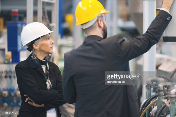 工場での品質検査官