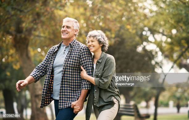 quality time in the park - senior couple stock pictures, royalty-free photos & images