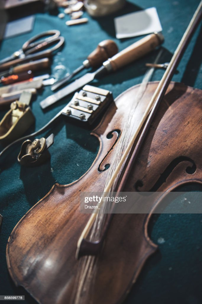 Qualitätsreparatur Violine : Stock-Foto