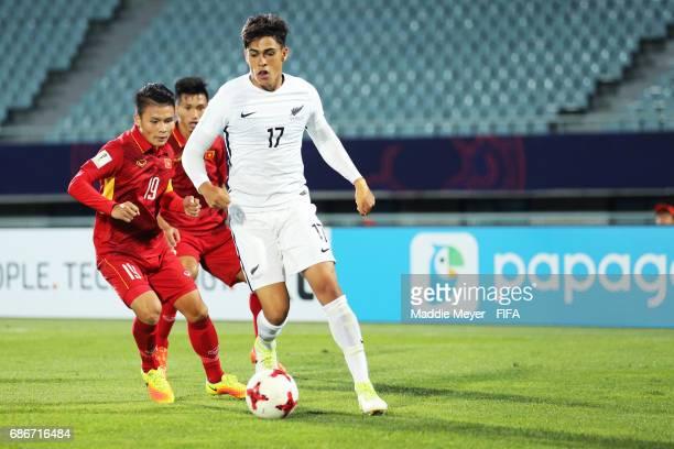 Quang Hai Nguyen of Vietnam defends Logan Rogerson of New Zealand during the FIFA U20 World Cup Korea Republic 2017 group E match between Vietnam and...