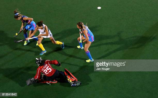 Quanita Bobbs of South Africa battles with Magdalena Fernandez and Delfina Merino of Argentina during day 3 of the FIH Hockey World League Semi...