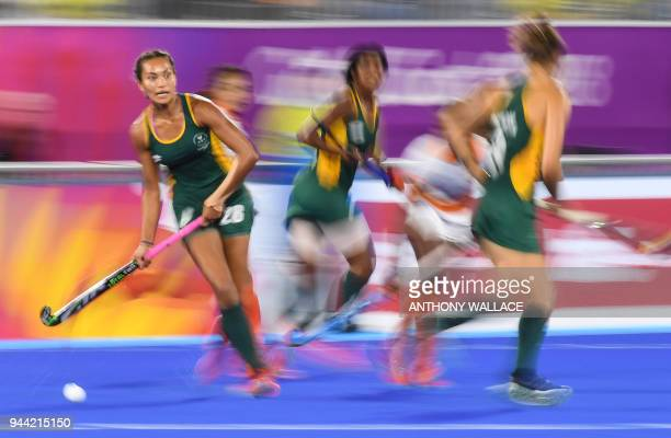 TOPSHOT Quanita Bobbs of South Africa runs with the ball during the women's field hockey match between India and South Africa at the 2018 Gold Coast...