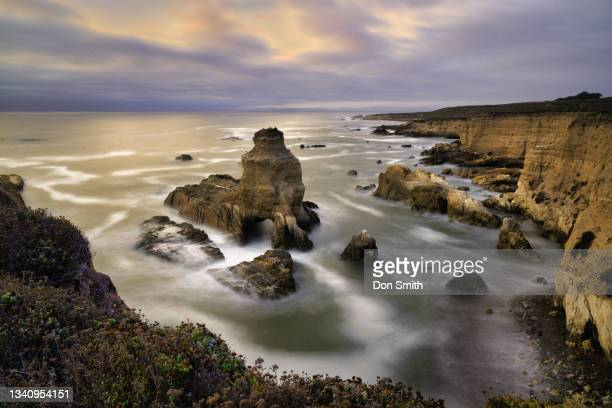 quarry cove and grotto rock, montana de oro state park, california - smith rock state park stock pictures, royalty-free photos & images
