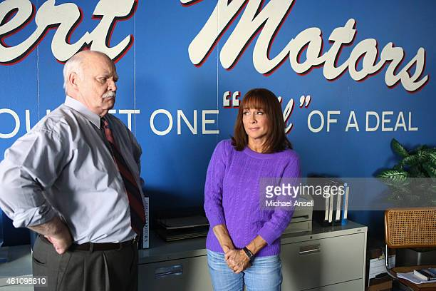 THE MIDDLE A Quarry Story Frankie discovers an old uncashed paycheck from Ehlert Motors But in order for her to collect her pay Mr Ehlert forces her...