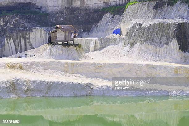 a quarry workers house - トラバーチン ストックフォトと画像