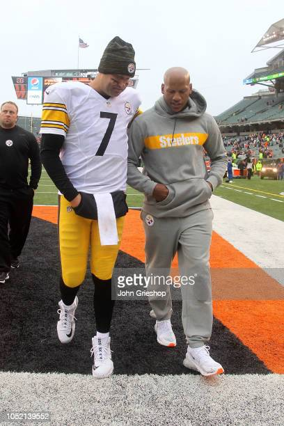 Quarterback Ben Roethlisberger and Ryan Shazier of the Pittsburgh Steelers walk off of the field after defeating the Cincinnati Bengals 2821 at Paul...