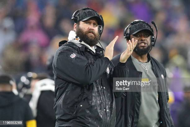 Quarterback Ben Roethlisberger of the Pittsburgh Steelers and head coach Mike Tomlin of the Pittsburgh Steelers look on from the sideline against the...