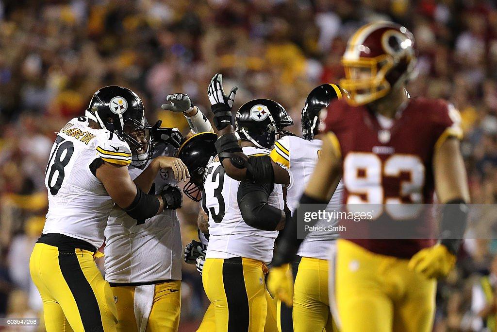Pittsburgh Steelers v Washington Redskins : News Photo