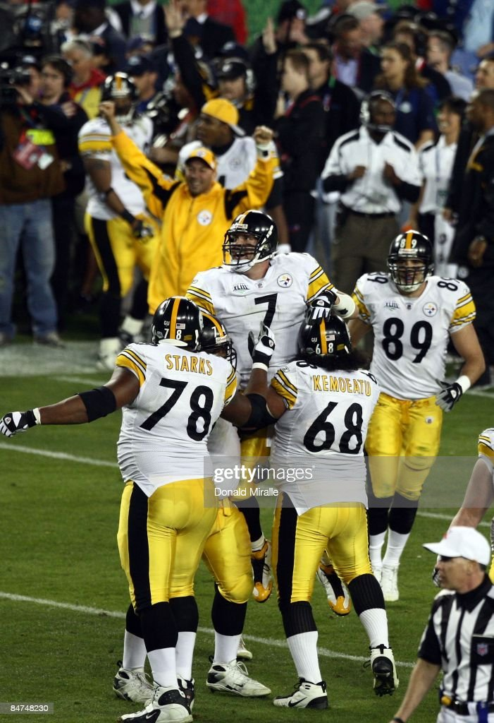 Quarterback Ben Roethlisberger #7 of the Pittsburgh Steelers celebrates the winning touchdown en route to his team's 27-23 victory over the Arizona Cardinals during Super Bowl XLIII at Raymond James Stadium on February 1, 2009 in Tampa, Florida.