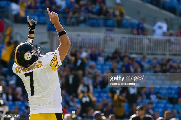 Quarterback Ben Roethlisberger of the Pittsburgh Steelers celebrates after running back Le'Veon Bell scored a touchdown in the fourth quarter against...