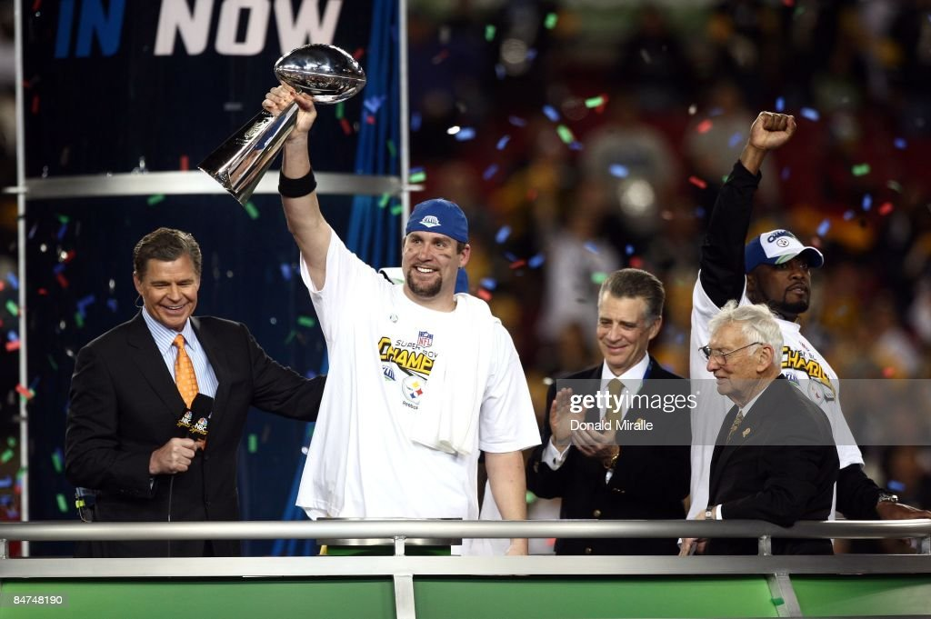 Quarterback Ben Roethlisberger #7 of the Pittsburgh Steelers hoists the Lombardi Trophy after his team's 27-23 victory over the Arizona Cardinals during Super Bowl XLIII at Raymond James Stadium on February 1, 2009 in Tampa, Florida.