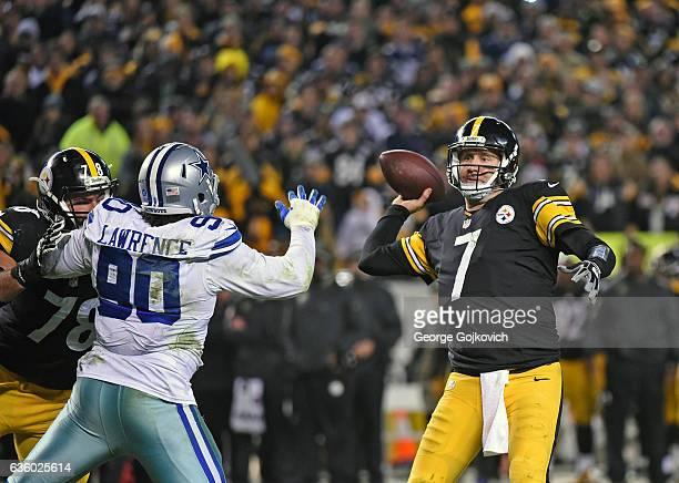 Quarterback Ben Roethlisberger of the Pittsburgh Steelers passes as offensive lineman Alejandro Villanueva blocks defensive lineman DeMarcus Lawrence...