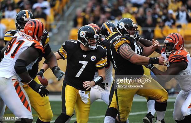 Quarterback Ben Roethlisberger of the Pittsburgh Steelers scrambles as offensive linemen Marcus Gilbert and Doug Legursky block defensive linemen...