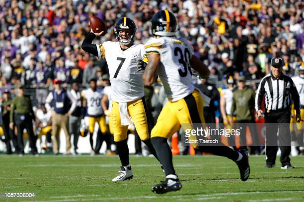 Quarterback Ben Roethlisberger of the Pittsburgh Steelers throws a touchdown to running back James Conner in the first quarter against the Baltimore...