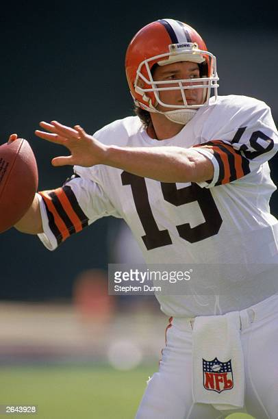 Quarterback Bernie Kosar of the Cleveland Browns passes during a 1989 NFL game