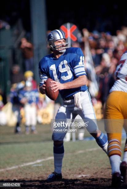 Quarterback Bill Munson of the Detroit Lions drops back to pass against the Washington Redskins during an NFL football game November 22 1973 at Tiger...