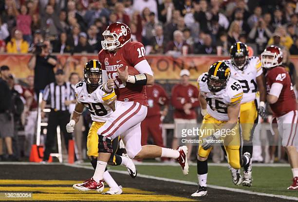 Quarterback Blake Bell of the Oklahoma Sooners scores on a 4 yard rushing touchdown against the Iowa Hawkeyes during the first quarter of the Insight...