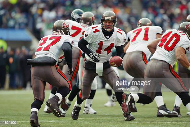 Quarterback Brad Johnson of the Tampa Bay Buccanneers prepares to hand off the ball to teammate running back Aaron Stecker during the NFC...