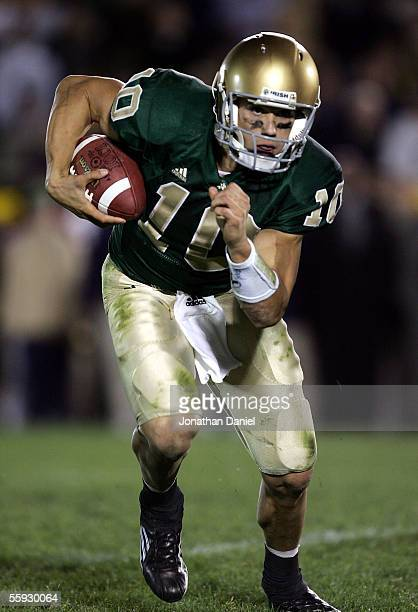Quarterback Brady Quinn of the Notre Dame Fighting Irishruns for a fourth quarter touchdown against the University of Southern California Trojans on...