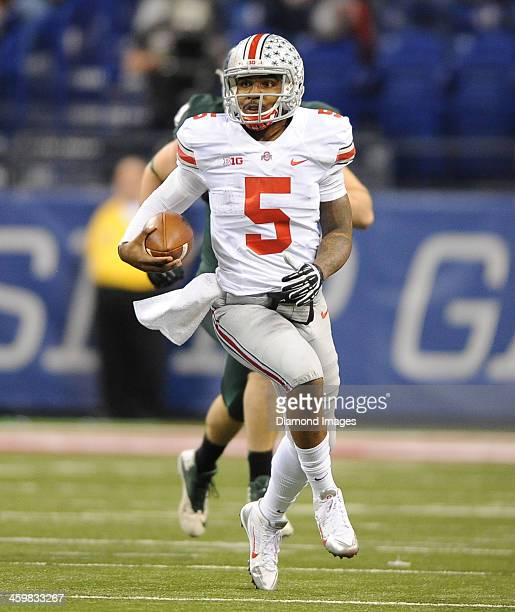 Quarterback Braxton Miller of the Ohio State Buckeyes runs the football during a game against the Michigan State Spartans at Lucas Oil Stadium in...
