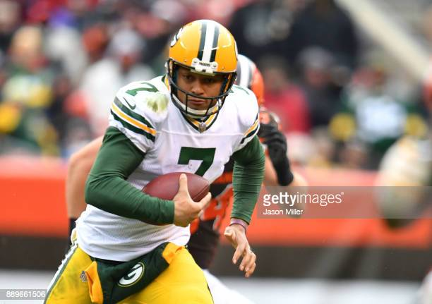 Quarterback Brett Hundley of the Green Bay Packers runs the ball in the fourth quarter against the Cleveland Browns at FirstEnergy Stadium on...