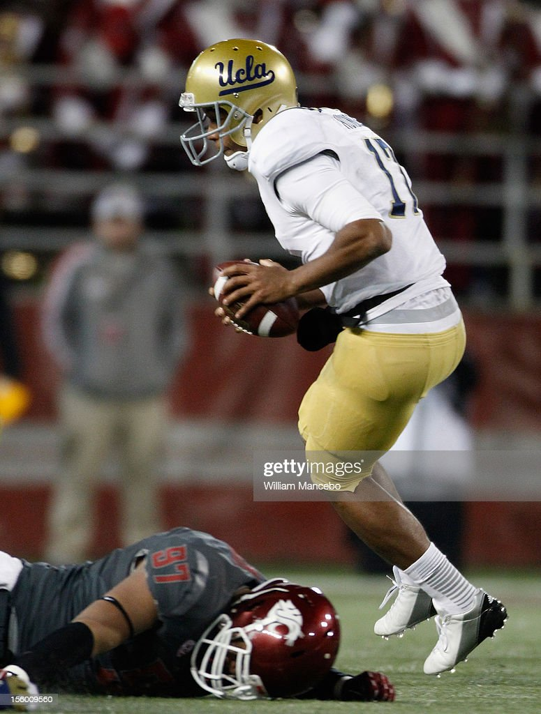 Quarterback Brett Hundley #17 of the UCLA Bruins carries the ball during the game against the Washington State Cougars at Martin Stadium on November 10, 2012 in Pullman, Washington.