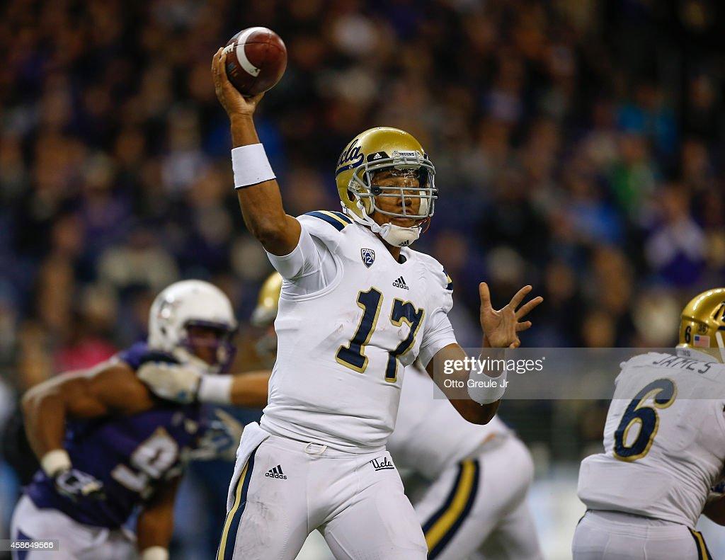 UCLA v Washington : News Photo