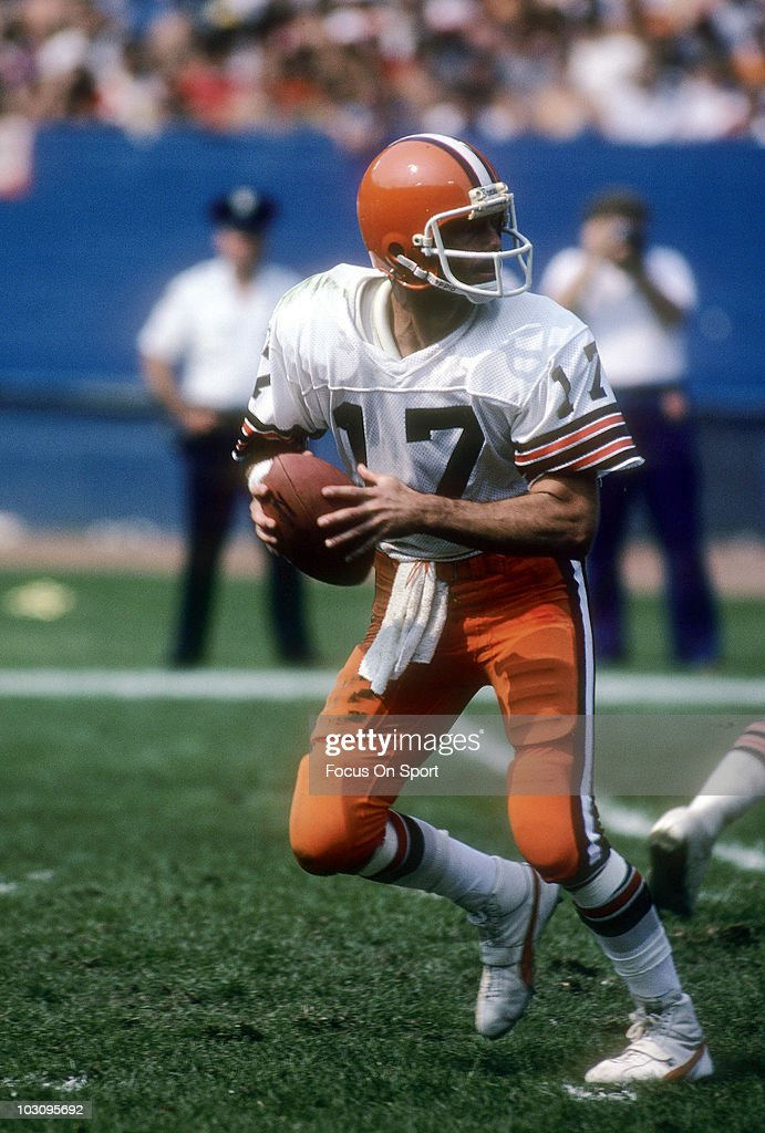 Houston Oilers v Cleveland Browns : News Photo