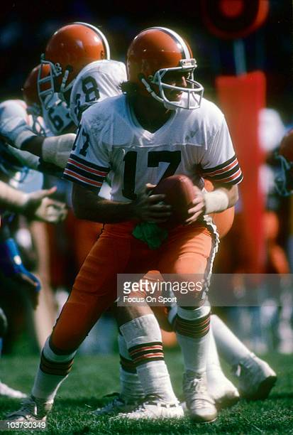 Quarterback Brian Sipe of the Cleveland Browns turns to hand the ball off to a running back against the Houston Oilers October 1 1978 during an NFL...