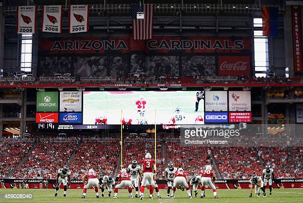 Quarterback Carson Palmer of the Arizona Cardinals prepares to snap the football during the NFL game against the Philadelphia Eagles at the...