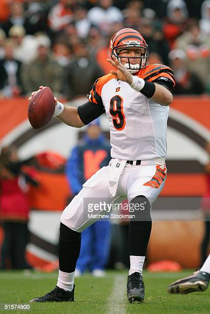 Quarterback Carson Palmer of the Cincinnati Bengals sets to pass during the game against the Cleveland Browns at Paul Brown Stadium on October 17,...