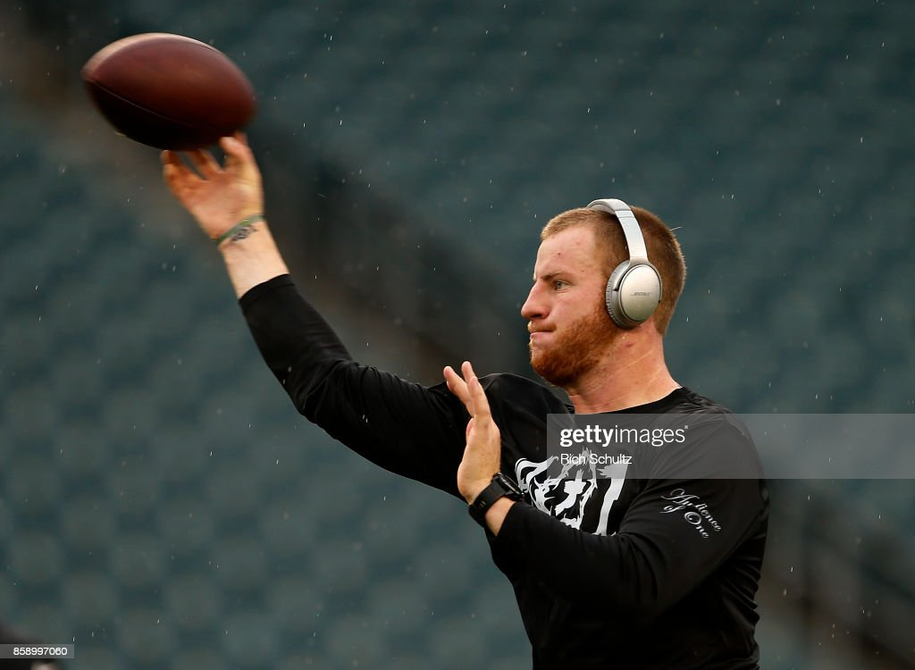 Quarterback Carson Wentz #11 of the Philadelphia Eagles warms up before a game against the Arizona Cardinals at Lincoln Financial Field on October 8, 2017 in Philadelphia, Pennsylvania.