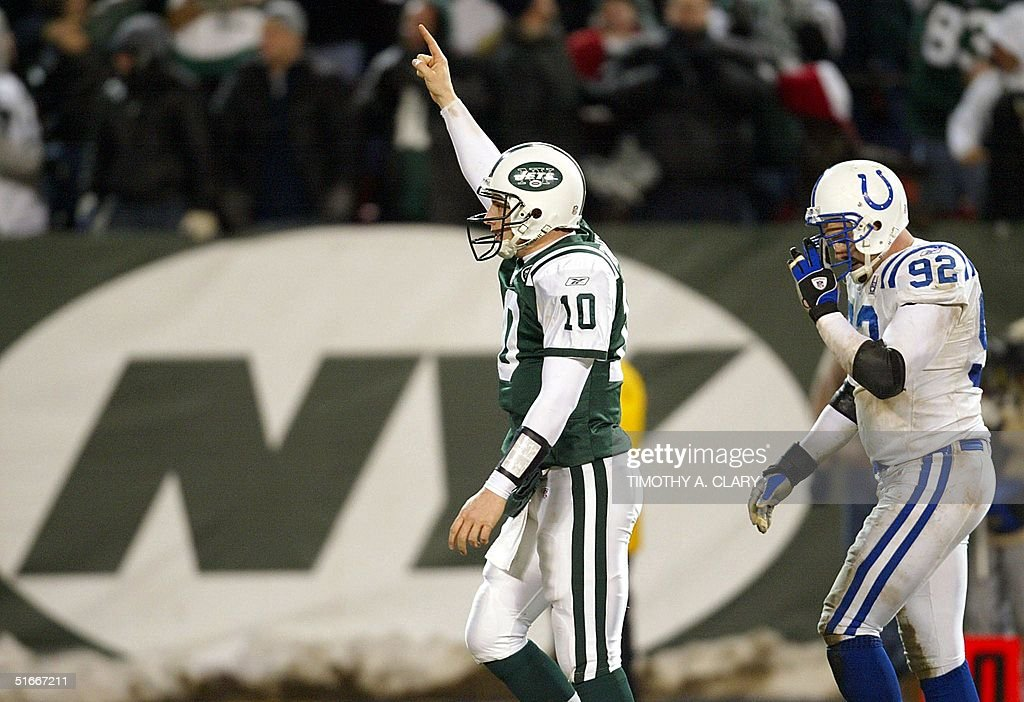 Quarterback Chad Pennington (L) of the New York Je : News Photo