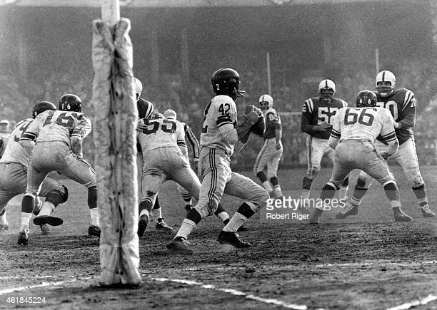 Quarterback Charley Conerly looks to throw during the 1959 Championship game against the Baltimore Colts on December 27 1959 at Memorial Stadium in...