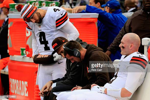 Quarterback Connor Shaw of the Cleveland Browns sits with Offensive Coordinator Kyle Shanahan and Quarterback Tyler Thigpen during the first half of...