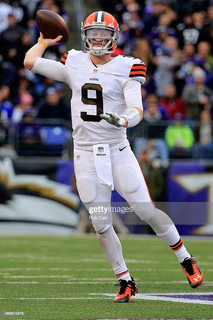 Quarterback Connor Shaw #9 of the Cleveland Browns thows a pass in the third quarter of a game against the Baltimore Ravens at M&T Bank Stadium on December 28, 2014 in Baltimore, Maryland.