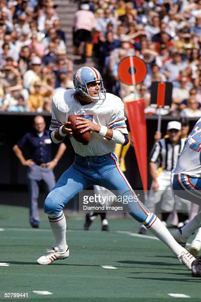 Quarterback Dan Pastorini of the Houston Oilers drops back to pass during a game on September 23 1973 against the Cincinnati Bengals at Riverfront...